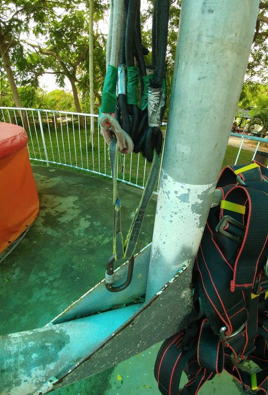 Đứt cáp trò chơi siêu nhún trên Hồ Mây, 1 du khách nhập viện - Ảnh 1.