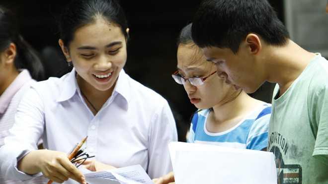 Theo dự thảo, năm 2017, lần đầu tiên thí sinh sẽ phải thi môn Khoa học tự nhiên và Khoa học xã hội. Ảnh: Như Ý.