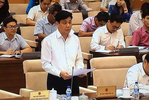 Thứ trưởng Nguyễn Ngọc Đông báo cáo trước Thường vụ Quốc hội. Ảnh: Xuân Hoa.