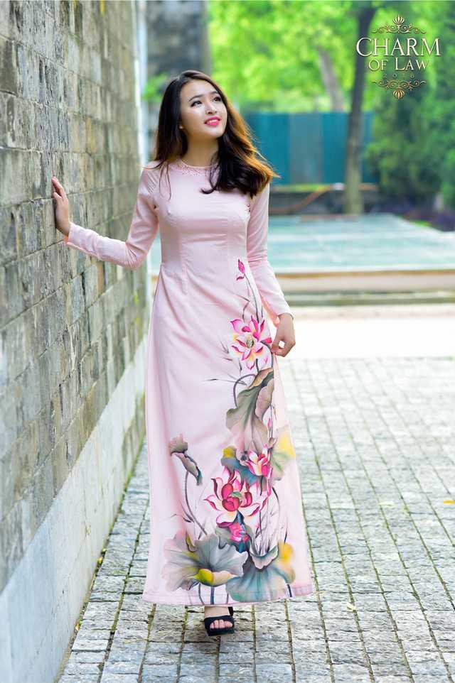 Bùi Thị Tuyết Chinh (sinh năm 1996, chiều cao 1m62, cân nặng 52 kg)