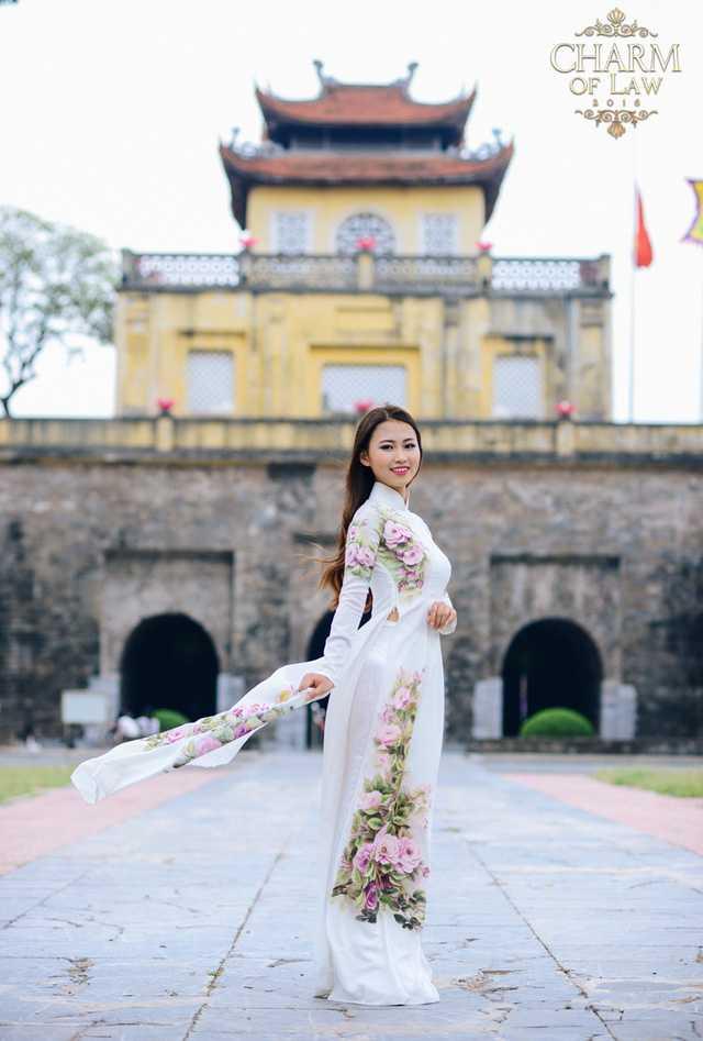 Hoàng Thùy Linh (sinh năm 1995, chiều cao 1m61, cân nặng 49 kg)