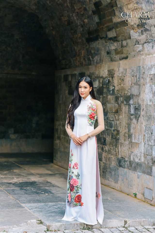 Trần Lý Thạch Thảo (sinh năm 1995, chiều cao 1m68, cân nặng 49 kg)