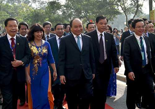 Thu tuong va cac dai bieu tham du le ky niem