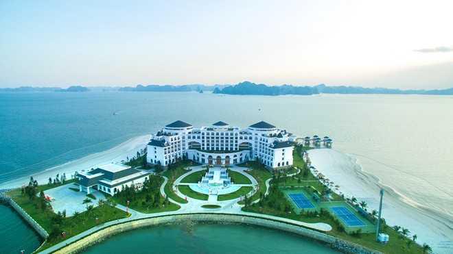 02_Tu Vinpearl Ha Long Bay Resort co the chiem nguong toan bo khung canh thien hung vi cua Vinh Ha Long