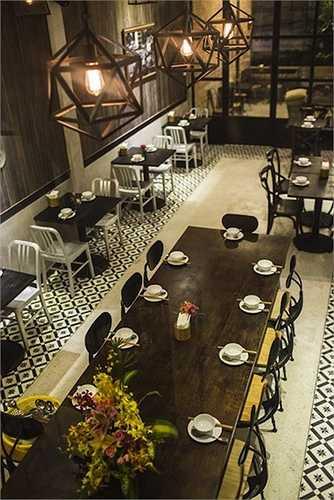 Người đẹp còn sở hữu thêm một nhà hàng sang trọng ở trung tâm quận 1, TP.HCM.