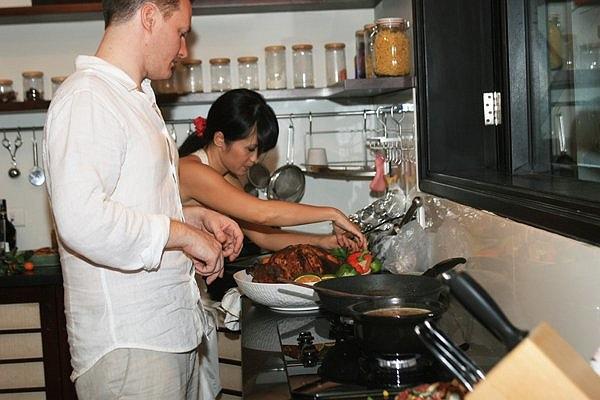 Hồng Nhung là người nấu ăn khéo léo, chị rất đam mê việc bếp núc khi tự tay làm các món ăn cho gia đình hàng ngày.