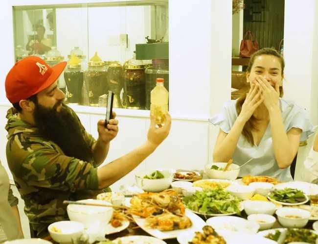 Dao dien 'Kong' an toi tai nha rieng cua Ho Ngoc Ha hinh anh 2