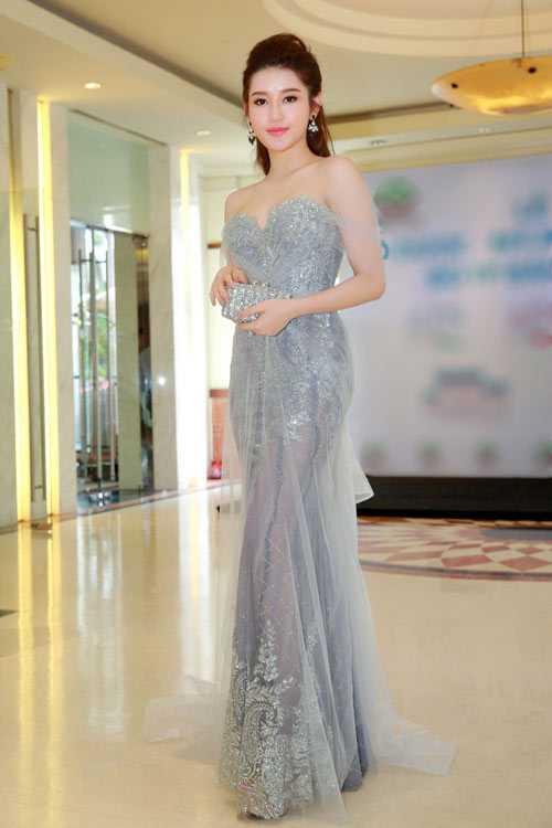Thổn thức vì bộ sưu tập váy mỏng như sương của Huyền My - 2