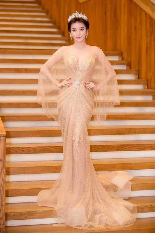 Thổn thức vì bộ sưu tập váy mỏng như sương của Huyền My - 15