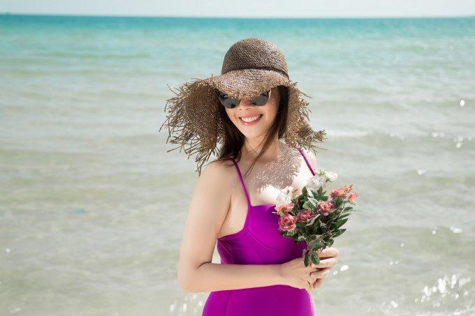 Hoa hậu Hằng Nguyễn khoe thân hình đẹp kinh ngạc ở tuổi 42