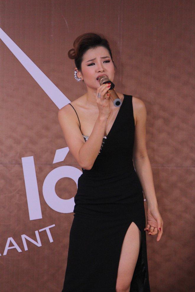 Phương Trinh Jolie khoe chân thon dài, gợi cảm hát nhạc Bolero - Ảnh 5.