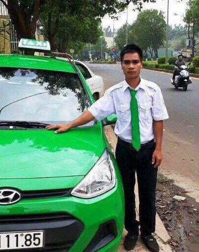 Hinh anh Tai xe taxi Mai Linh tra lai khach hon 100 trieu dong