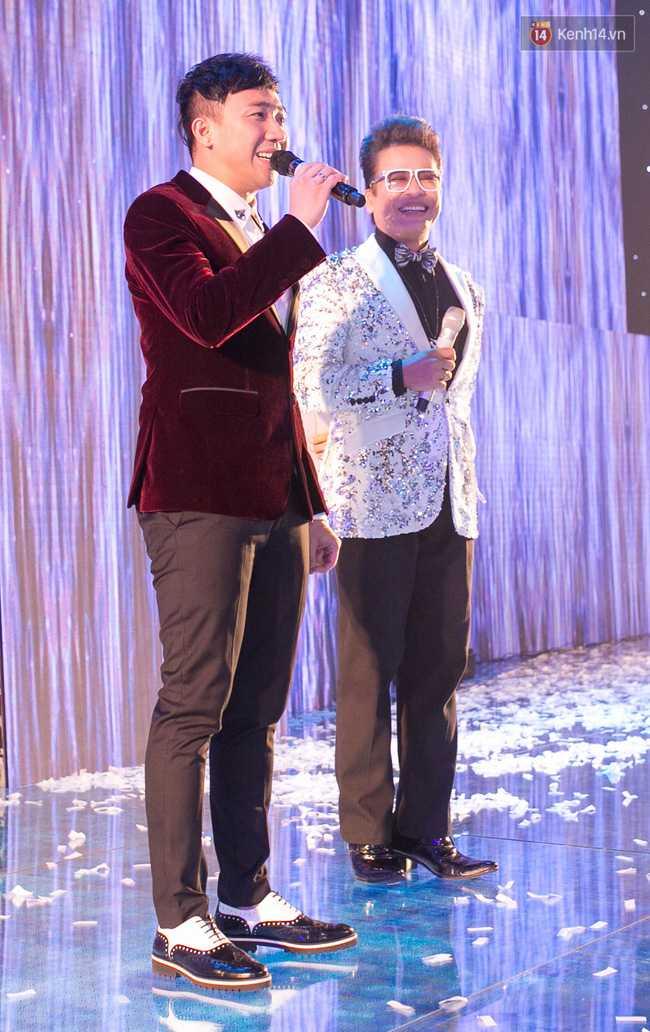 Hoài Linh, Trấn Thành cùng dàn sao Việt hào hứng tụ hội tại đám cưới khủng - Ảnh 12.