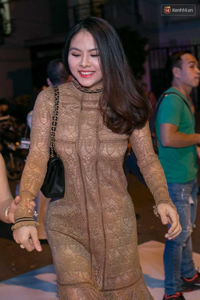 Hoài Linh, Trấn Thành cùng dàn sao Việt hào hứng tụ hội tại đám cưới khủng - Ảnh 6.