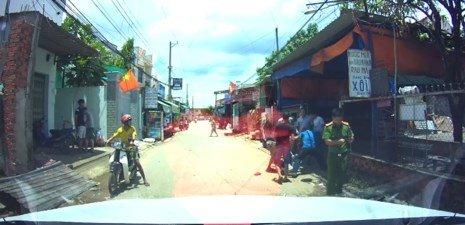 Xôn xao clip dân bị đánh, công an 'quay mặt' ở Biên Hòa - ảnh 1