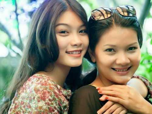 Kiều Trinh bên con gái lớn - diễn viên Thanh Tú.