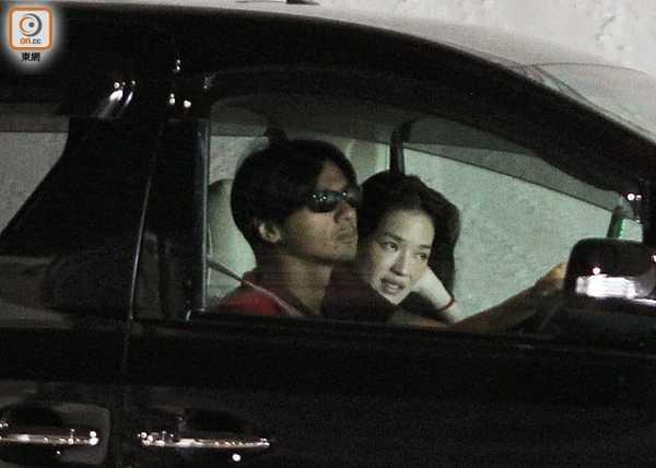 Hình ảnh Đức Luân lái xe đưa Thư Kỳ đi ăn, sau đó trở về căn hộ của Thư Kỳ từng gây xôn xao trên các mặt báo vào năm 2014.