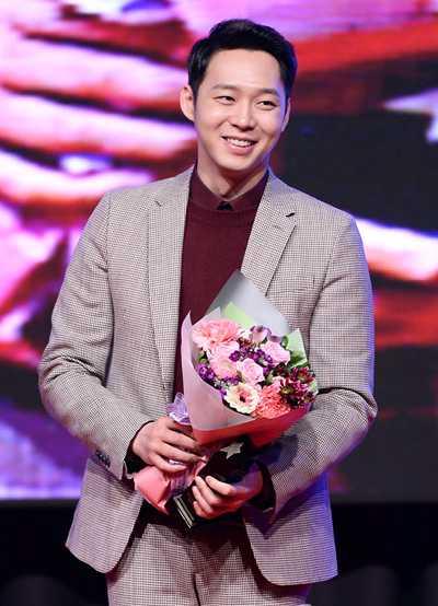 Nam diễn viên Park Yoo Chun.