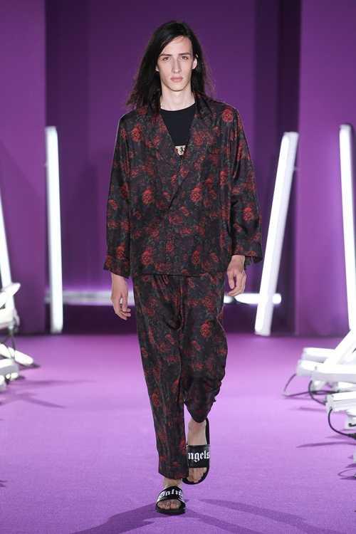 Quần áo in tư thế sex của nhà thiết kế Italy