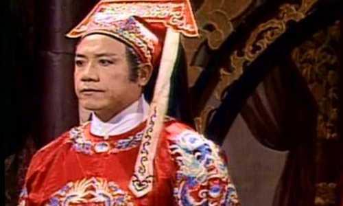 Dương Hùng khi đóng Trương Long trong