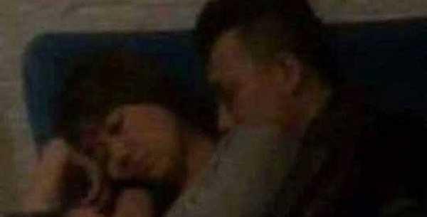 Hari - Trấn Thành ôm nhau ngủ say sưa ở rạp phim.