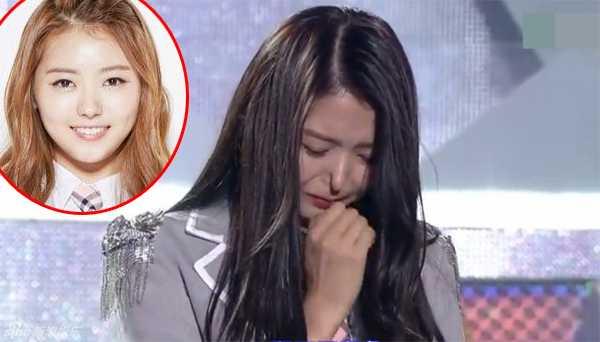 Trong một chương trình truyền hình mới đây, nữ ca sĩ Hàn QuốcIm Na Young khiến không ít người sốc khi cô bóp mũi và làmnó dính bẹp vàomột cách kỳ dị. Nhiều ý kiếncho rằng, chiếc mũi của cô gái đã quachỉnh sửa