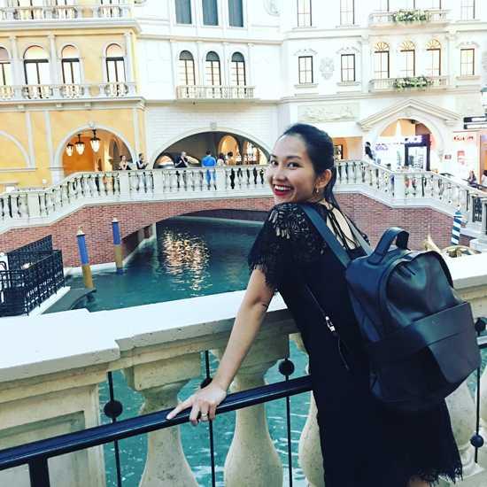 Las Vegas có nhiều khách sạn nổi tiếng về kiến trúc nên nữ diễn viên cũng tranh thủ đi thăm quan.