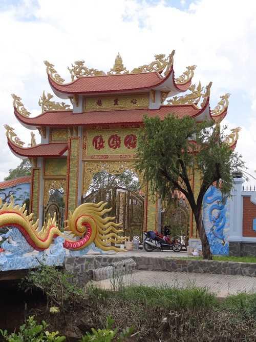 Choáng với nhà thờ Tổ 100 tỷ đã xây xong của Hoài Linh - 6