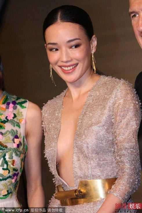 Nghệ thuật tôn ngực lép nhờ váy sexy của Thư Kỳ - 7
