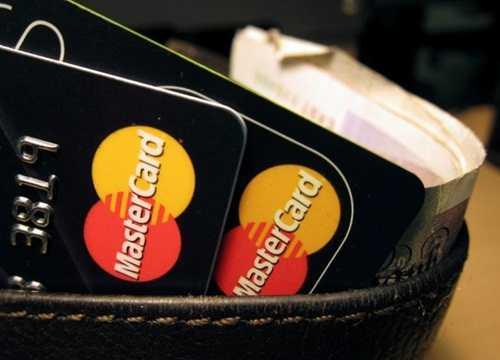 MasterCard bị cáo buộc tính phí thanh toán bằng thẻ quá cao. Ảnh: Reuters