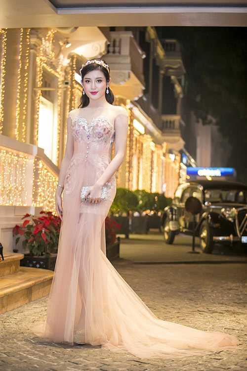 Thổn thức vì bộ sưu tập váy mỏng như sương của Huyền My - 5