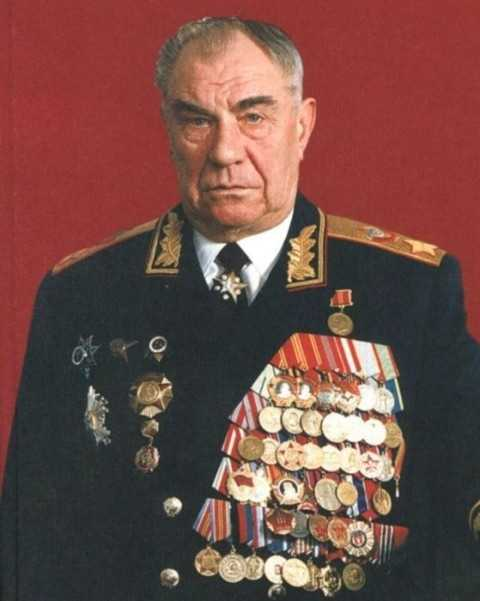 Bắt giữ Nguyên soái Dmitry Timopheyevich Yazov vì tội phản quốc nhưng không ai chứng minh được ông mắc tội này.