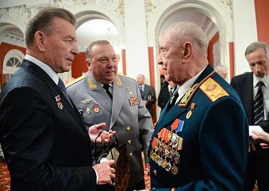 Bắt giữ Nguyên soái Dmitry Timopheyevich Yazov cùng Đại tướng Vladimir Shamanov. (Ảnh: WikiCommon)