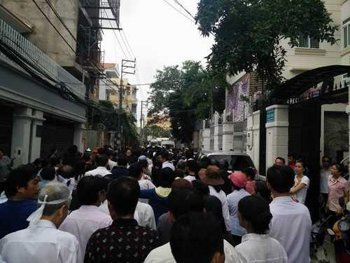 Bất ngờ cả nghìn người xuống đường tiễn biệt Minh Thuận - 1