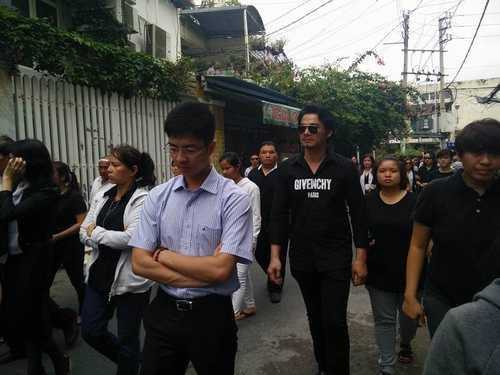 Bất ngờ cả nghìn người xuống đường tiễn biệt Minh Thuận - 2