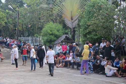 Bất ngờ cả nghìn người xuống đường tiễn biệt Minh Thuận - 12