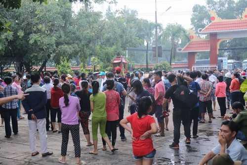 Bất ngờ cả nghìn người xuống đường tiễn biệt Minh Thuận - 13