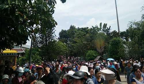 Bất ngờ cả nghìn người xuống đường tiễn biệt Minh Thuận - 15