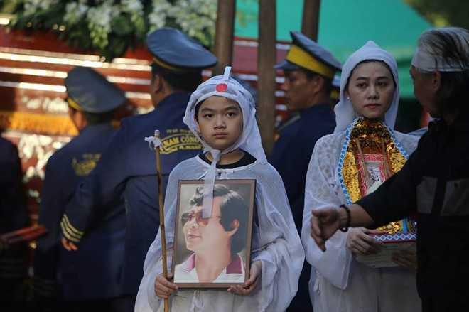 Con gai NSND Thanh Tong nghen ngao trong dam tang cha hinh anh 9