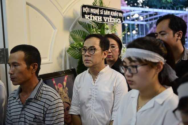 Con gai NSND Thanh Tong nghen ngao trong dam tang cha hinh anh 6