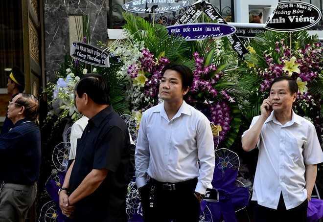 Con gai NSND Thanh Tong nghen ngao trong dam tang cha hinh anh 5