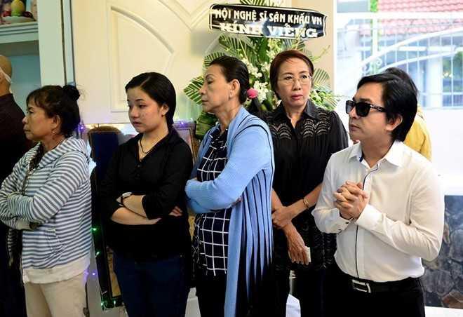 Con gai NSND Thanh Tong nghen ngao trong dam tang cha hinh anh 4