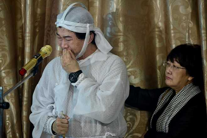 Con gai NSND Thanh Tong nghen ngao trong dam tang cha hinh anh 2