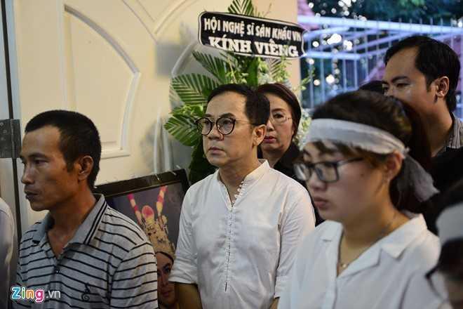 Nhieu nghe si den dua tien NSND Thanh Tong sang som nay hinh anh 3