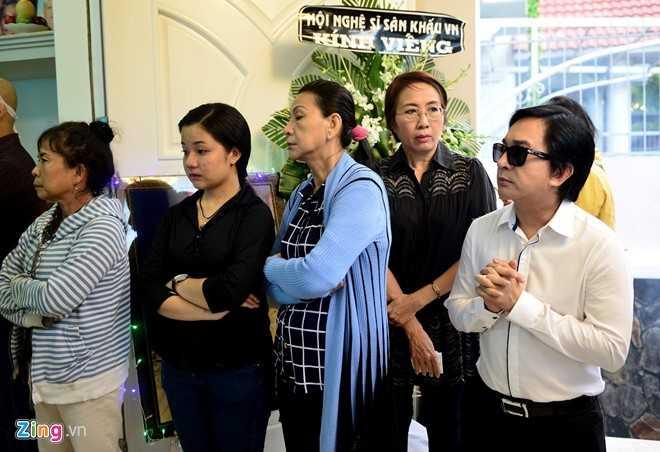 Nhieu nghe si den dua tien NSND Thanh Tong sang som nay hinh anh 7