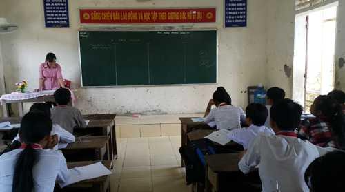 Một tiết học môn Sinh tại lớp 9A, trường THCS Diễn Lợi (huyện Diễn Châu) sáng 7/10. Ảnh: Hải Bình.