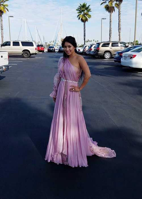 Diễn viên 'Đời vũ nữ' diện váy điệu đà, chuẩn bị cho ngày trọng đại.