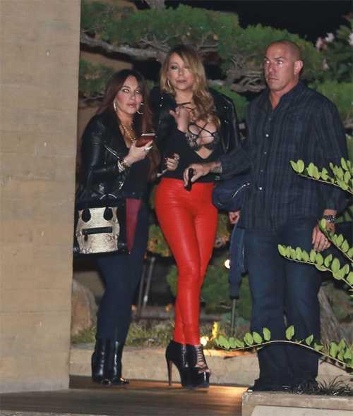 Mariah đã cố gắng che giấu và vượt qua nỗi buồn chia tay bằng công việc và đi chơi với bạn bè.