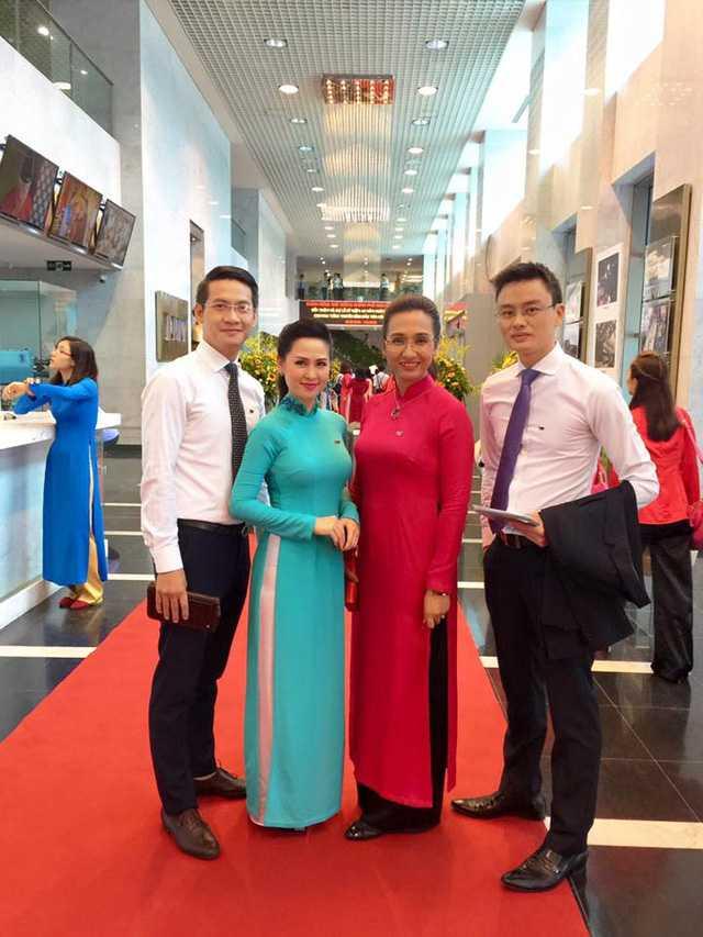Từ trái qua: BTV Hữu Dương, Thuý Hằng, Vân Anh và Hữu Bằng.