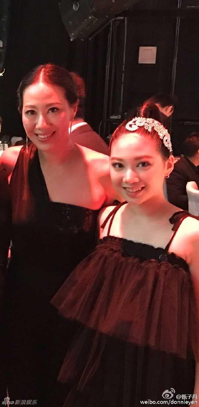 Con gái 12 tuổi của Chân Tử Đan xinh như hoa hậu trên sân khấu - 5